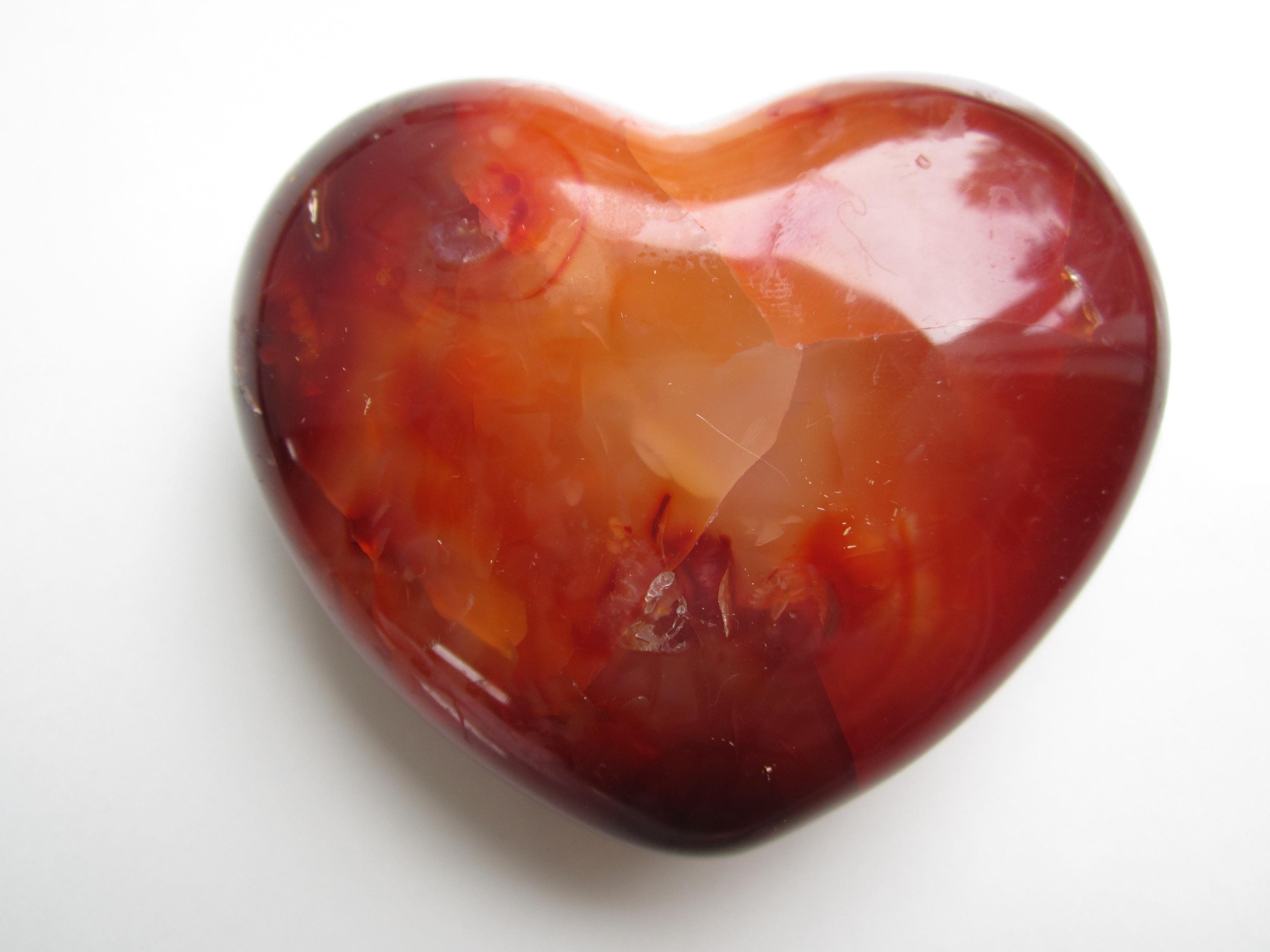 http://www.crystalheartpsychics.com/wp-content/uploads/2016/11/carnelian-crystal-heart.jpg
